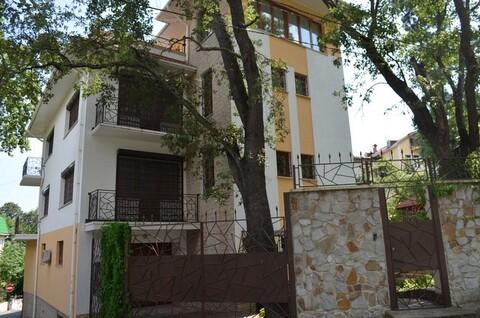 Трехэтажный дом в Ливадии