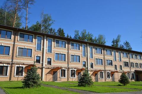 Таунхаус в жилом поселке на Новорижском шоссе 9 км в лесу рядом озеро