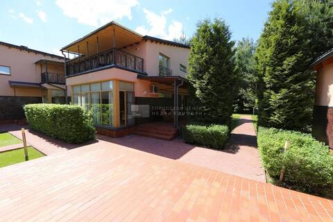 Прекрасный дом площадью 450 кв.м. на участке 18 соток в кп Романово в .