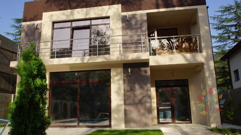Дом с бассейном в Сочи