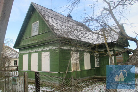 Дом на окраине города у реки и соснового леса