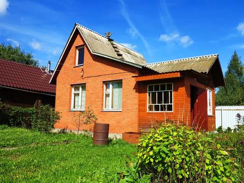 Хороший кирпичный дачный дом, транспортная доступность.