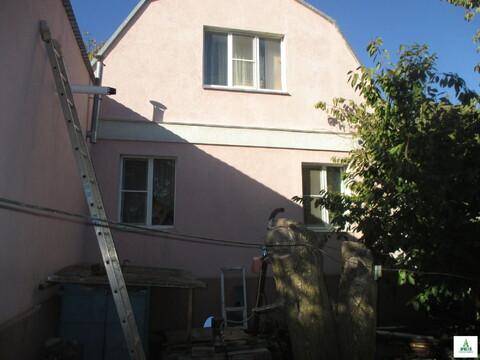 Продаю дом с центральными коммуникациями и большим земельным участком.