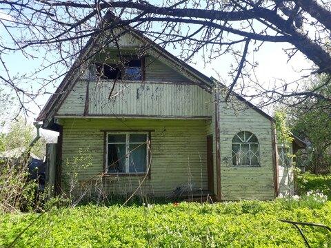 Двухэтажная деревянная дача в ст