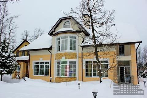 Дом с охраняемом коттеджном поселке в 1,5 км от воды
