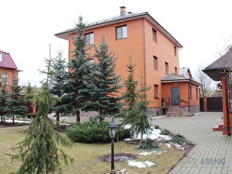 Современный трехуровневый коттедж площадью 400 кв.м для загородной .