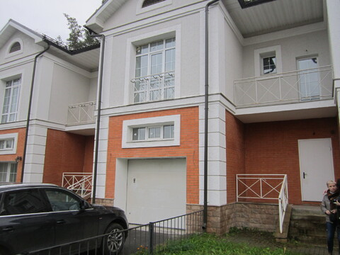 Продается 2 этажный таунхаус в г. Пушкино