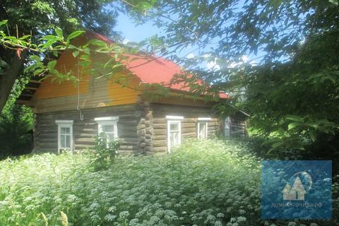 Дом в жилой деревне, вокруг лес, рядом озеро