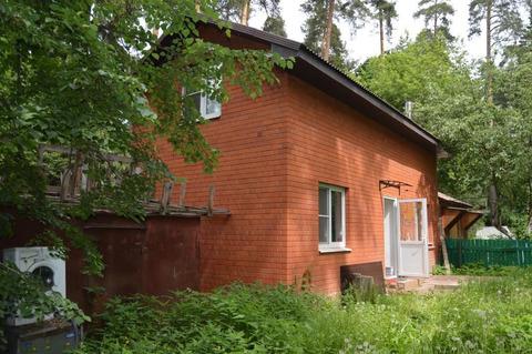 Сдам 2-х этажный дом в посёлке Кратово по улице Кольцевая.