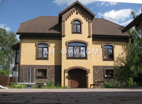 Благоустроенный дом 270 м2, с отдельно стоящим гаражным комплексом .