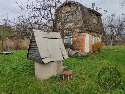 Небольшой кирпичный дом на участке 10 соток