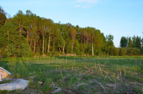 Крайний к лесу участок в застроенном коттеджном посёлке!