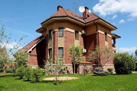 Продается дом 520 м2 на участке 14 соток с гостевым домиком в .
