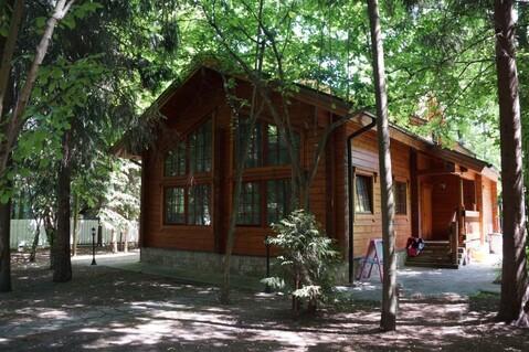 Небольшой дом из клееного бруса на лесном участке на Рублевке