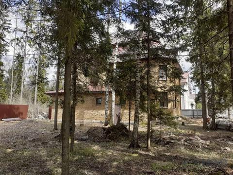 ИЖС, добротный дом 290 кв.м. лесной участок 13 соток, все центральные .