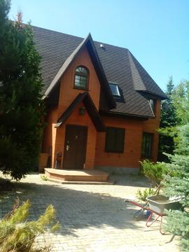 Продается большой, 2-х этажный кирпичный дом