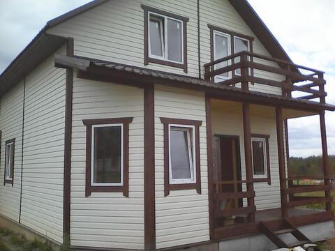 Большой зимний дом в деревне.