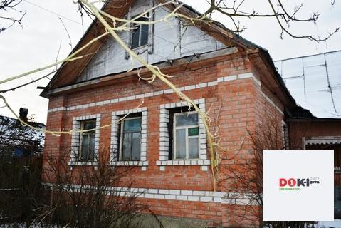 Бревенчатый дом обложенный кирпичом.