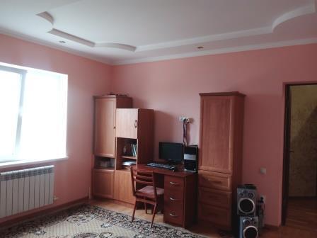 2-этажный дом 220 кв.м. 6 комнат, на участке 7 сот.