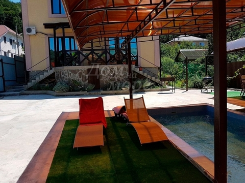 Дом с бассейном Агой