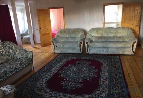 На длительный срок , 3 спальни , можно на 2-3 семьи. 200 кв. м. Новый .