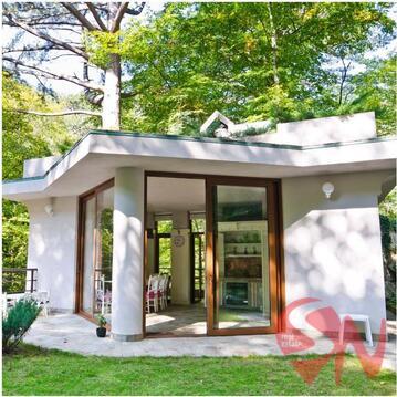 Предлагаем купить трехуровневый дом, общей площадью 631.9 кв.м. на