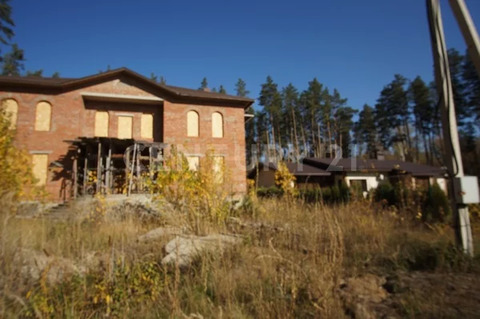 Продается дом 580 м.в пригородном лесу 15 соток.