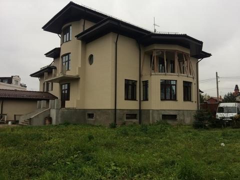 Дом 1100 кв. м, на участке 18 соток, под чистовую отделку по .