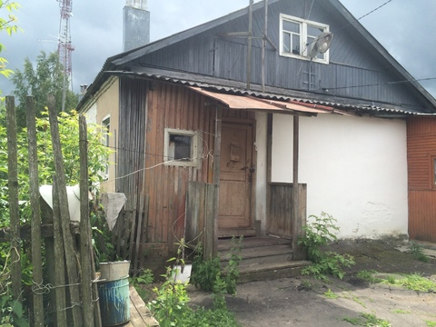 Продается часть дома (квартира) с земельным участком.