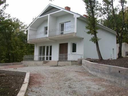 Продам дом в г.Алушта, п.Розовый. Общая площадь 147,5 кв.м, участок 15