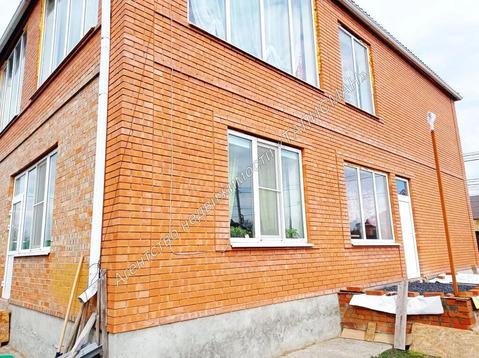 Продается двух этажный, кирпичный дом в ближайшем пригороде Таганрог