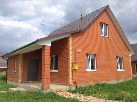 Добротный кирпичный дом в Олимпийской деревне.