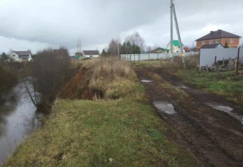 Участок в Кичаново , рядом с речкой .