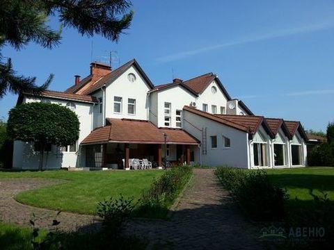 Продается жилой, меблированный четырехуровневый дом 960 кв.м в Якимово .