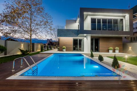 Дом у в Сочи у моря с бассейном