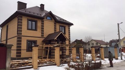 Продаю новый отличный 2 этажный дом и земельный участок в черте города