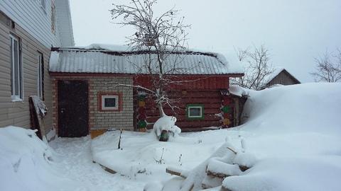 Жилой двухэтажный дом с гаражом, баней, теплицей. Стены из кирпича и .