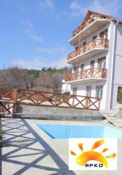 Дом с бассейном, в живописном районе с красивым видом на море и горы