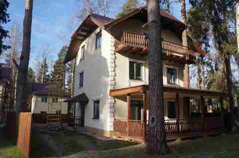 Продается 3 этажный новый дом и земельный участок в г. Пушкино,