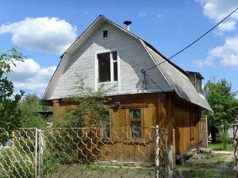 Двухэтажный, деревянный дачный дом, общей площадью 90 кв.м на участке .