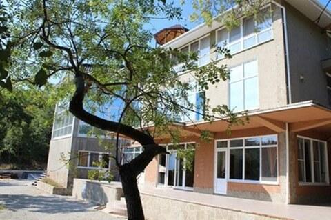 Продам отличный дом 748 м в Алупке на уч 28 соток