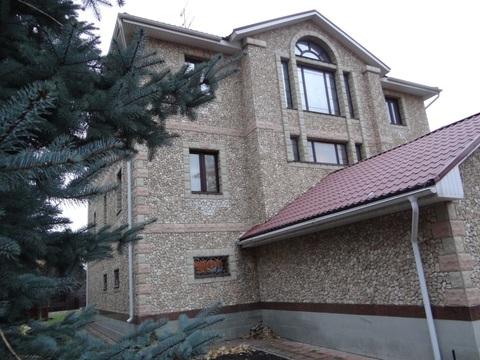 Дом с земельным участком, бассейном и баней в г. Химки