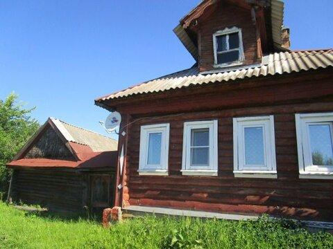 Добротный деревянный дом старой постройки площадью 51 кв.м на участке .