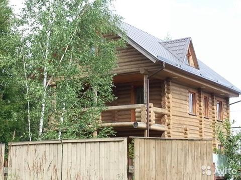 Дом терем их тесаного бревна в Новой Москве.