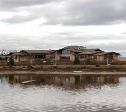 Дом у озера! Продается дом под чистовую отделку на участке 41 сот. в .