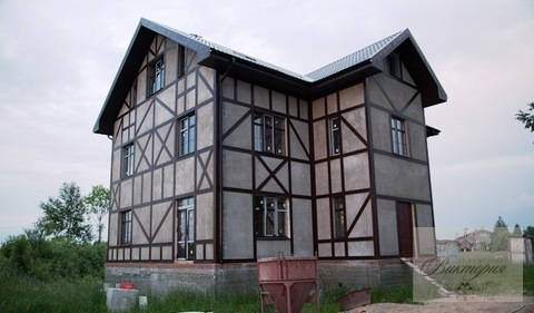 Продается большой дом 360 кв.м. с гаражом на участке 12 соток.