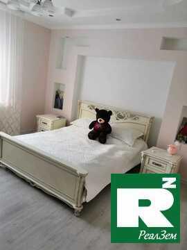 Продается жилой, меблированный трехэтажный коттедж в городе Белоусово