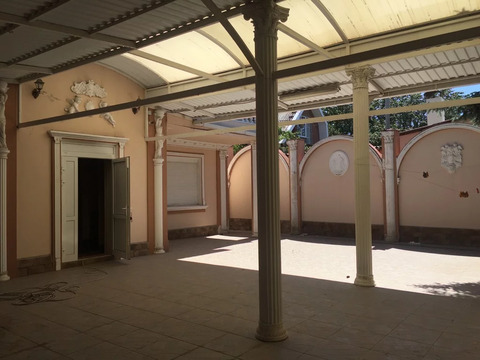 Дом 318м-3 эт с ремонтом, гараж на 4 маш, 9 сот, зжм Красносельская