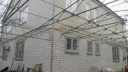Продается 2-х этажный кирпичный дом в п. Первомайский, г. Минводы.
