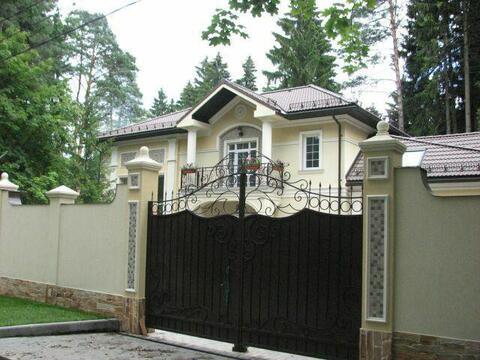 Коттедж 384 кв.м.на уч. 15 с. с лесными деревьями. ж\д ст Челюскинская